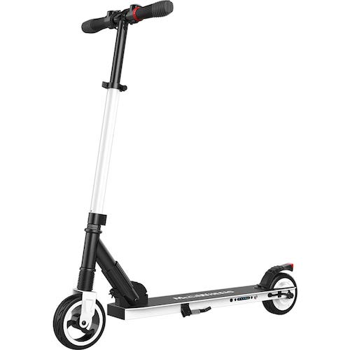 E-Scooter in der Farbe weiss